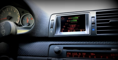 airVent Display installed in car